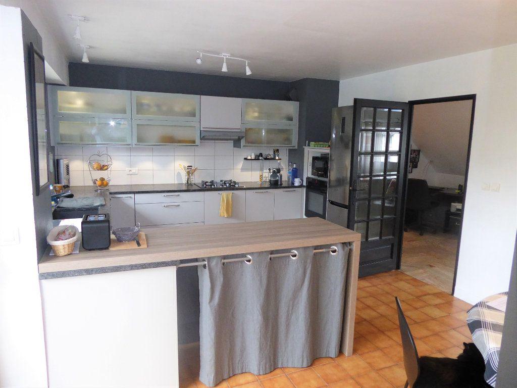 Appartement à vendre 5 215m2 à Quimper vignette-9