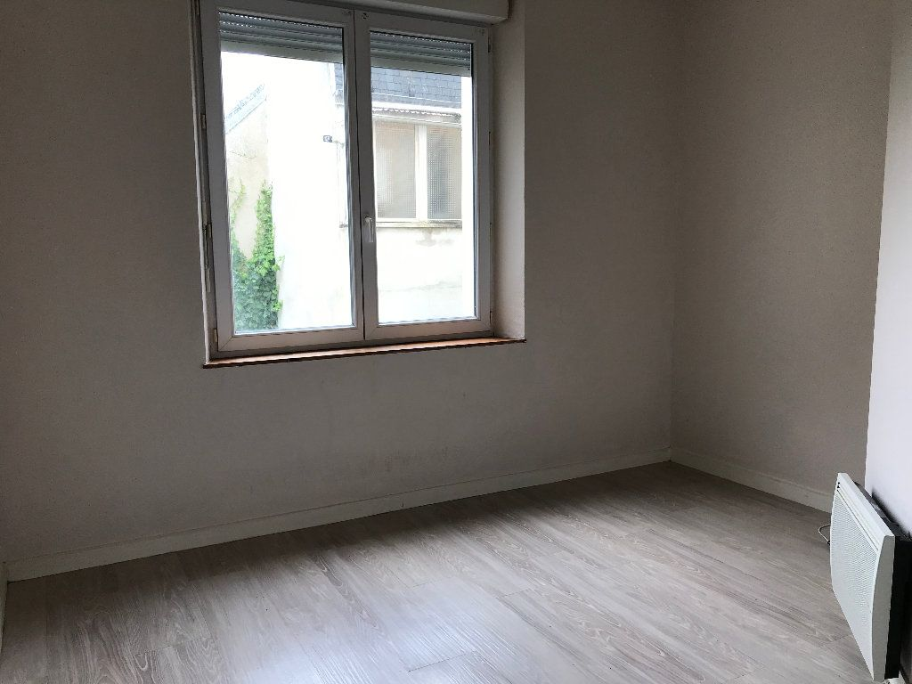 Appartement à louer 1 16m2 à Quimper vignette-1