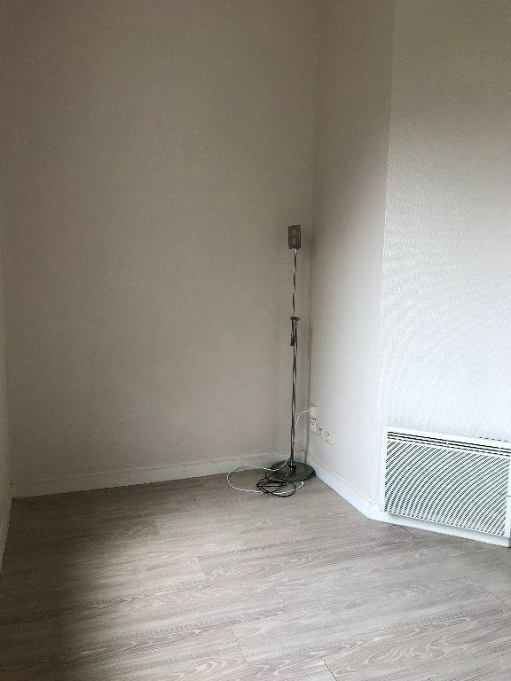 Appartement à louer 1 16m2 à Quimper vignette-2