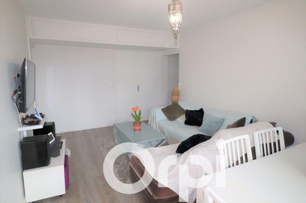 Appartement à vendre 4 68.74m2 à Clichy-sous-Bois vignette-2
