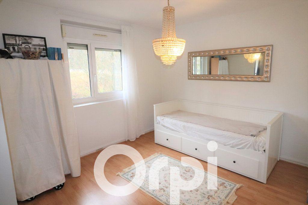 Appartement à vendre 4 68.74m2 à Clichy-sous-Bois vignette-3