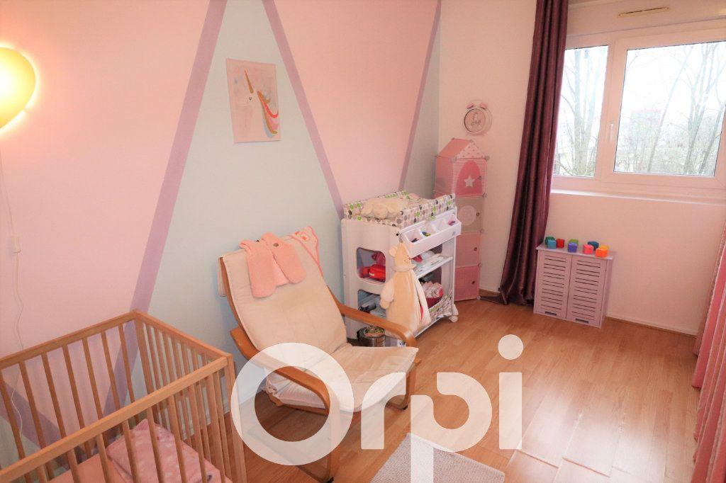 Appartement à vendre 4 68.74m2 à Clichy-sous-Bois vignette-4