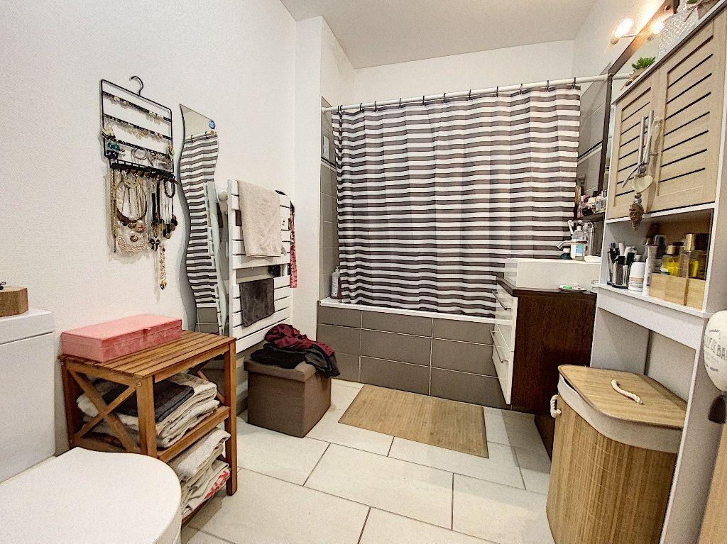 Appartement à vendre 2 41.01m2 à La Rochelle vignette-5