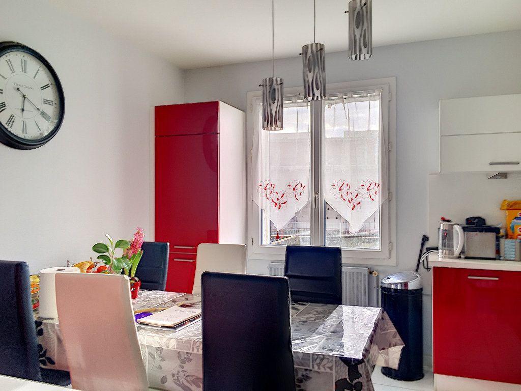Maison à vendre 5 117m2 à Aytré vignette-2