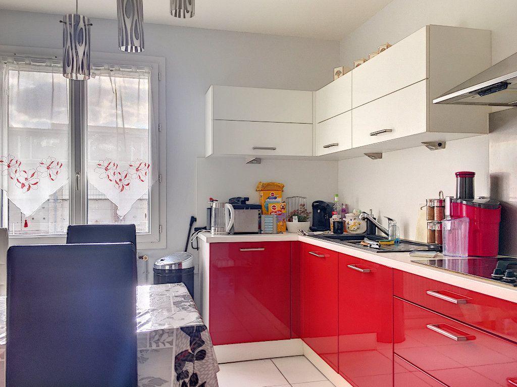 Maison à vendre 5 117m2 à Aytré vignette-3