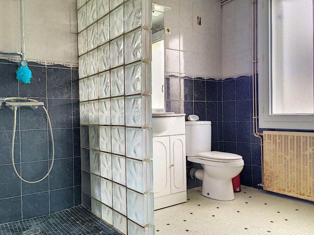 Maison à vendre 5 117m2 à Aytré vignette-5