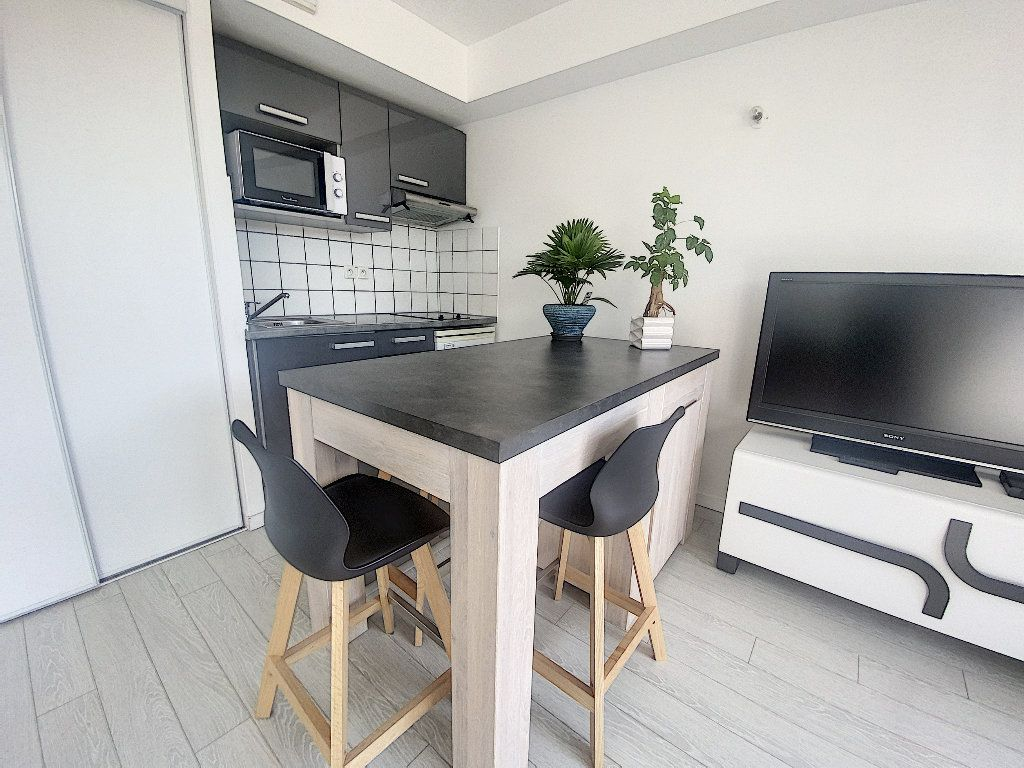 Appartement à vendre 2 35m2 à La Rochelle vignette-4