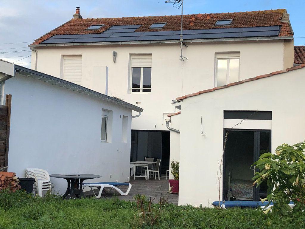 Maison à vendre 7 240m2 à La Rochelle vignette-2