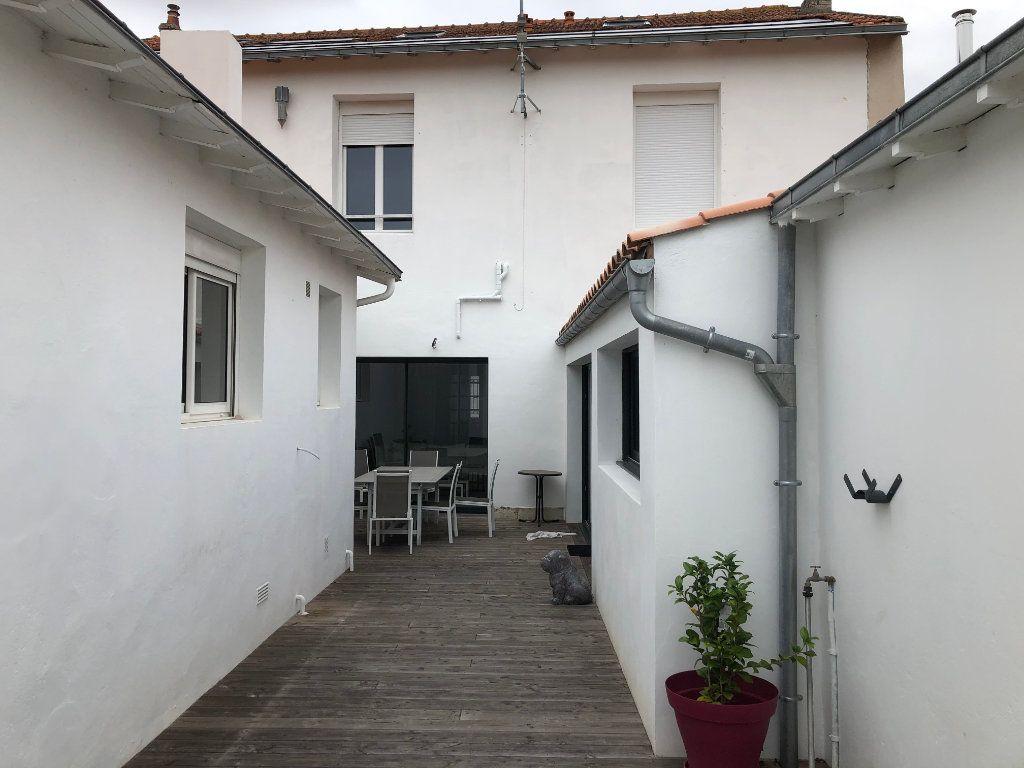 Maison à vendre 7 240m2 à La Rochelle vignette-5