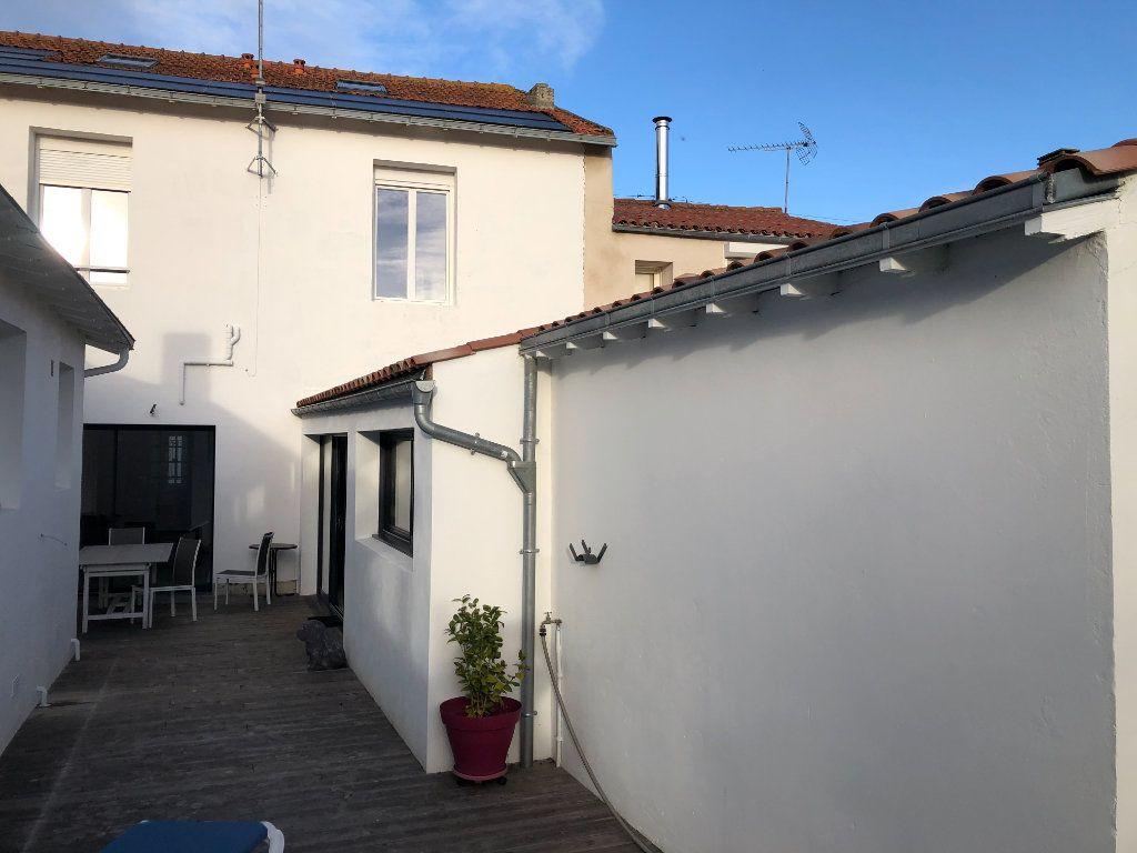 Maison à vendre 7 240m2 à La Rochelle vignette-12
