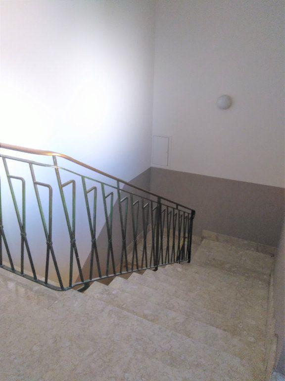 Immeuble à vendre 0 244m2 à Laragne-Montéglin vignette-3