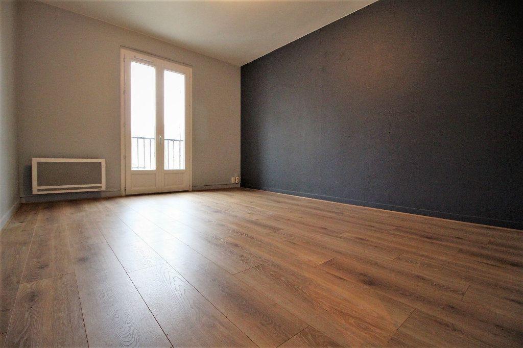 Appartement à louer 2 44m2 à Angerville vignette-1