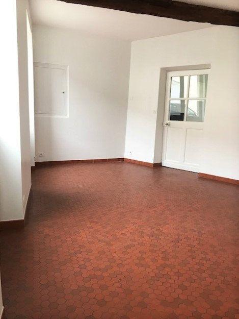 Appartement à louer 3 71m2 à Angerville vignette-1
