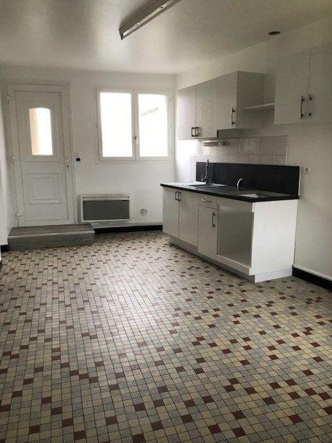 Appartement à louer 3 71m2 à Angerville vignette-3