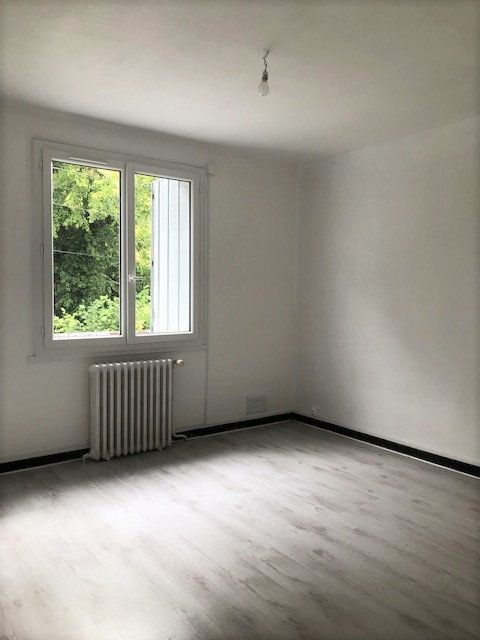 Appartement à louer 3 63m2 à Angerville vignette-2