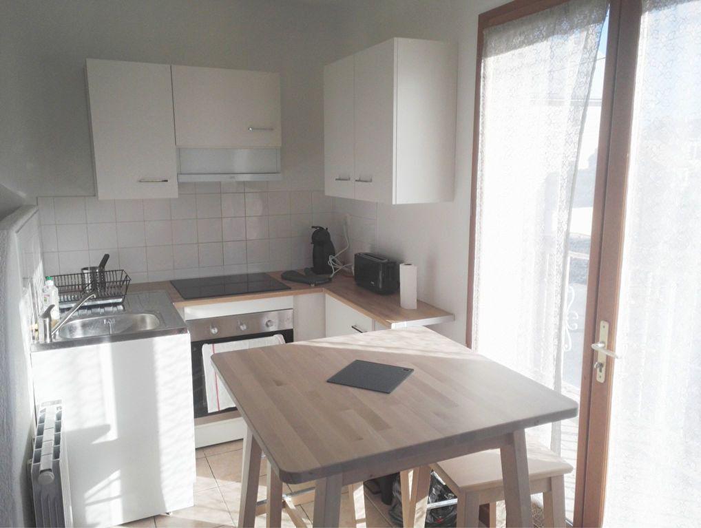 Appartement à louer 1 70m2 à Fleury-les-Aubrais vignette-4