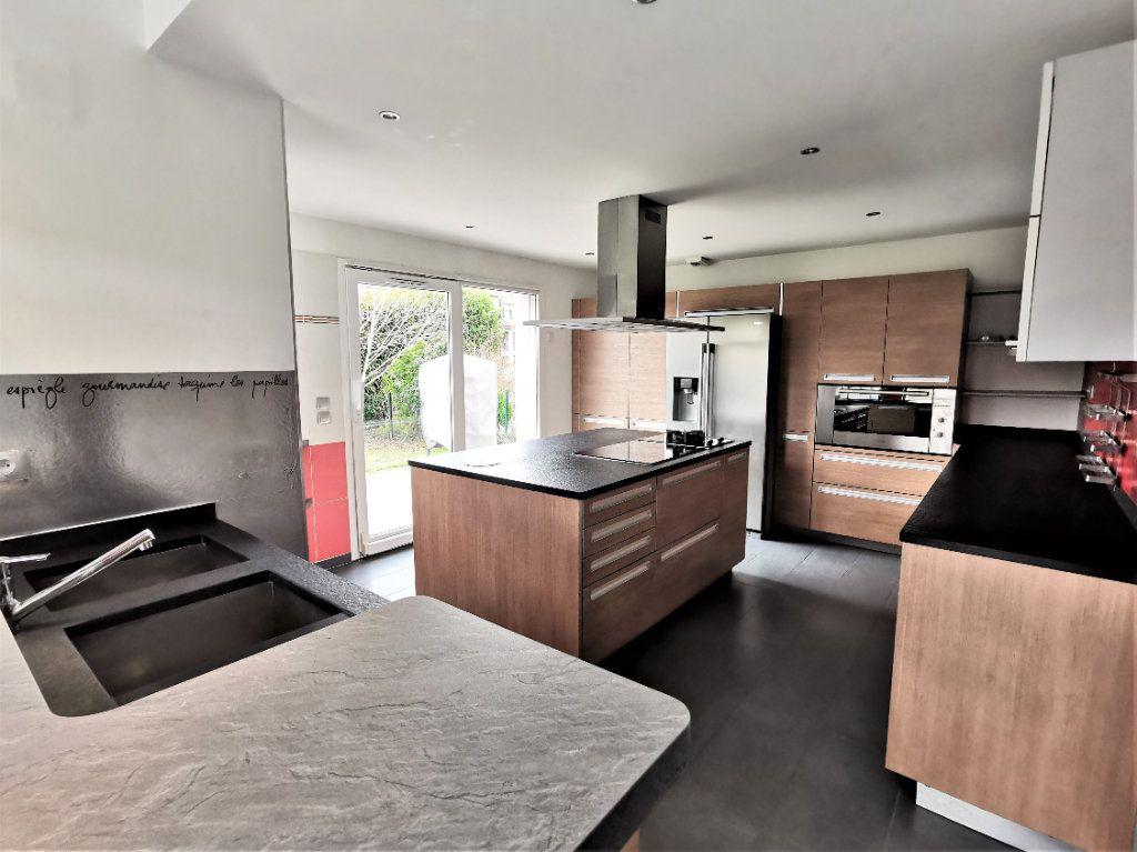Maison à louer 6 135.33m2 à Lingolsheim vignette-1