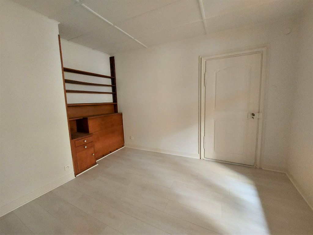 Appartement à louer 4 89.74m2 à Strasbourg vignette-7
