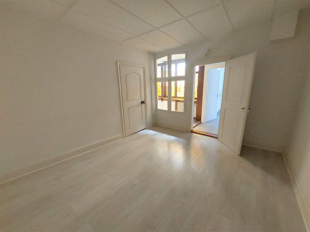 Appartement à louer 4 89.74m2 à Strasbourg vignette-8