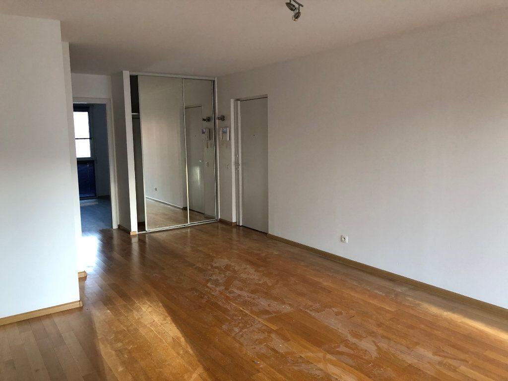 Appartement à louer 3 59.5m2 à Strasbourg vignette-2