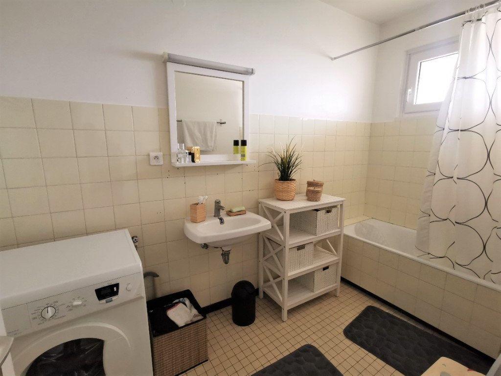 Appartement à louer 3 61.37m2 à Strasbourg vignette-4