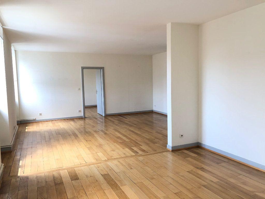 Appartement à louer 4 123.88m2 à Strasbourg vignette-1