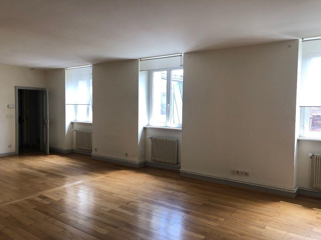 Appartement à louer 4 123.88m2 à Strasbourg vignette-2