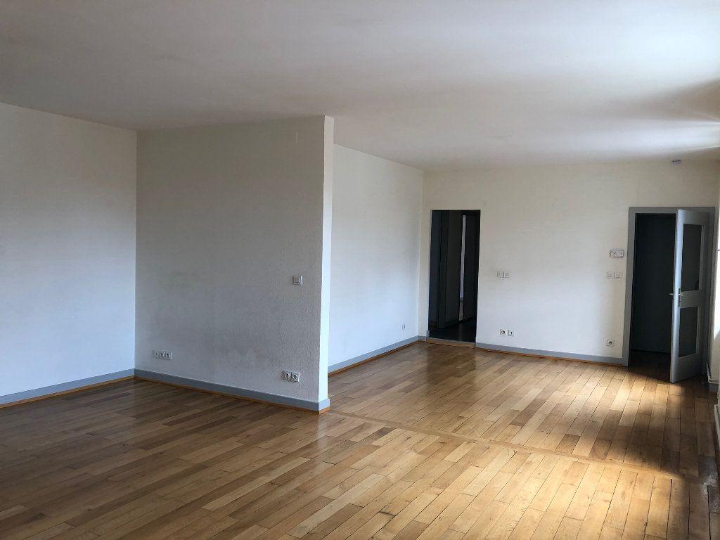 Appartement à louer 4 123.88m2 à Strasbourg vignette-3