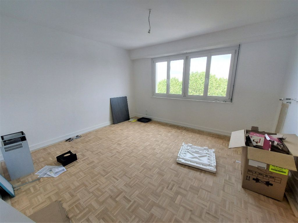 Appartement à louer 4 101.39m2 à Strasbourg vignette-8