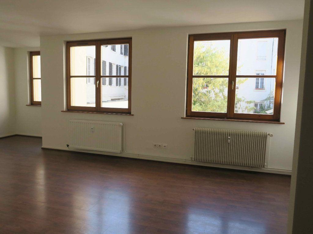 Appartement à louer 3 87.7m2 à Strasbourg vignette-1