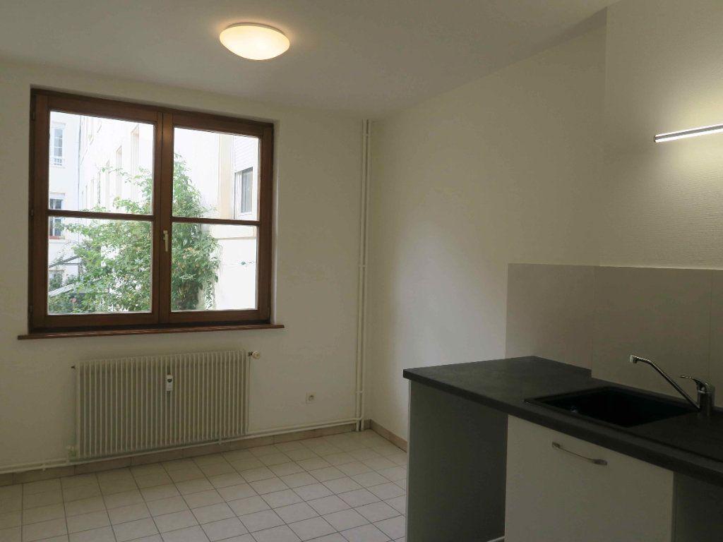 Appartement à louer 3 87.7m2 à Strasbourg vignette-3