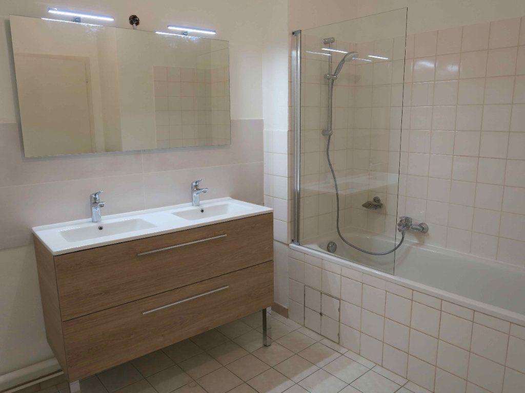 Appartement à louer 3 87.7m2 à Strasbourg vignette-8