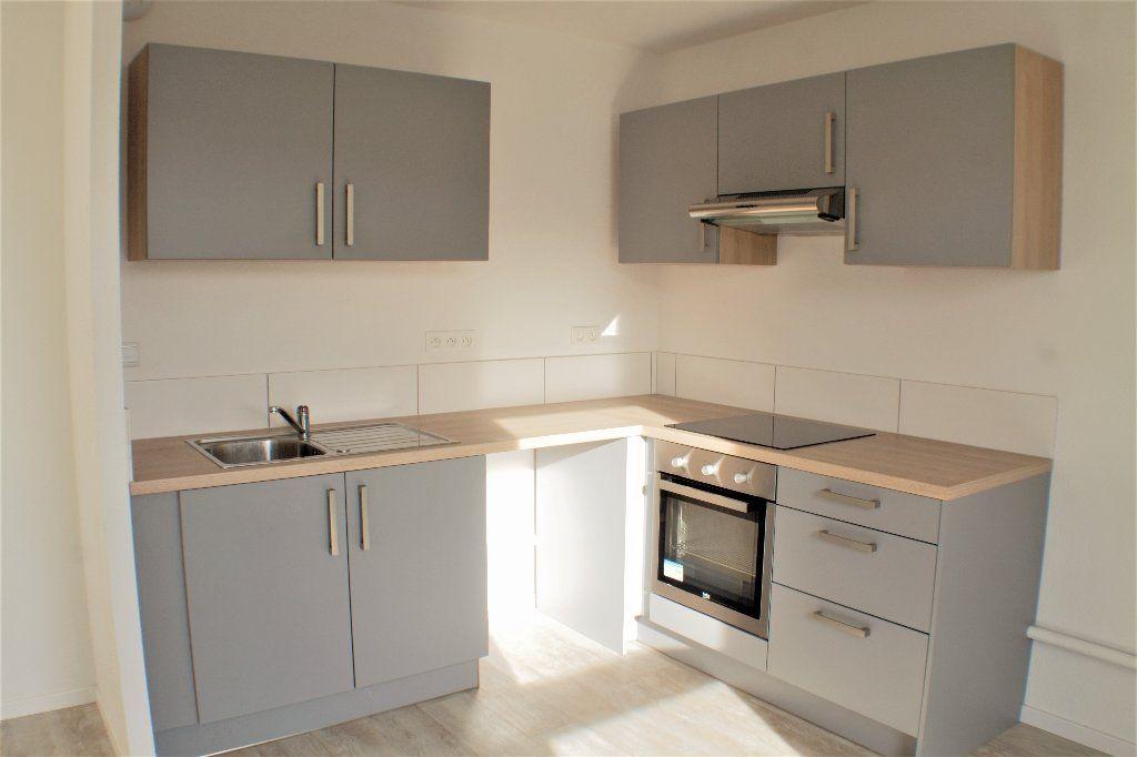 Appartement à louer 3 69.7m2 à Turckheim vignette-2