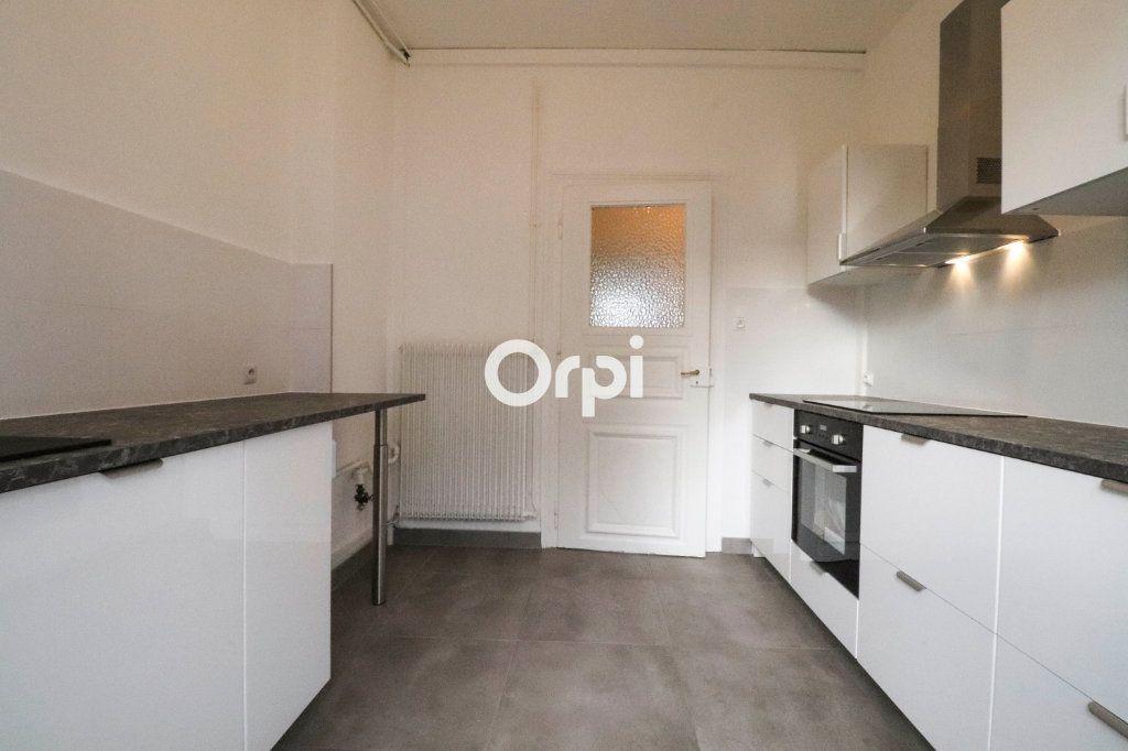 Appartement à vendre 4 93m2 à Strasbourg vignette-2