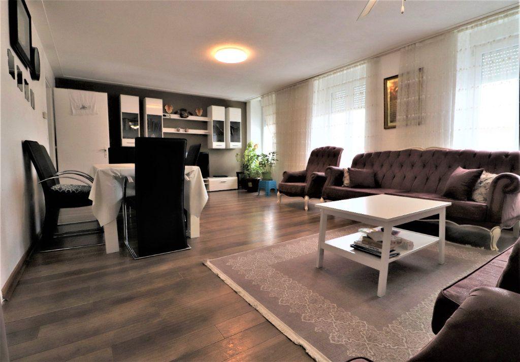 Immeuble à vendre 0 240m2 à Mulhouse vignette-1