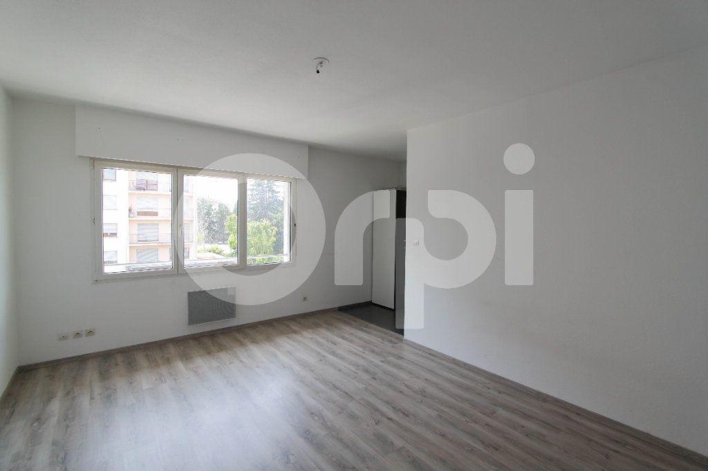 Appartement à louer 1 28.22m2 à Saint-Louis vignette-1