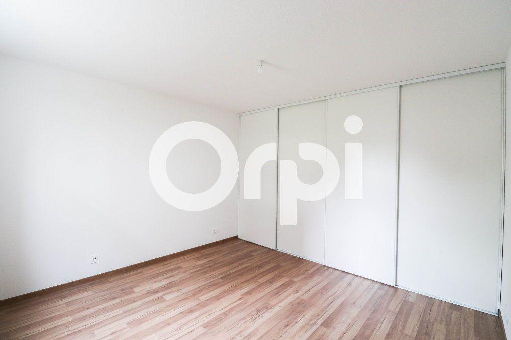 Appartement à louer 2 47.9m2 à Saint-Louis vignette-3
