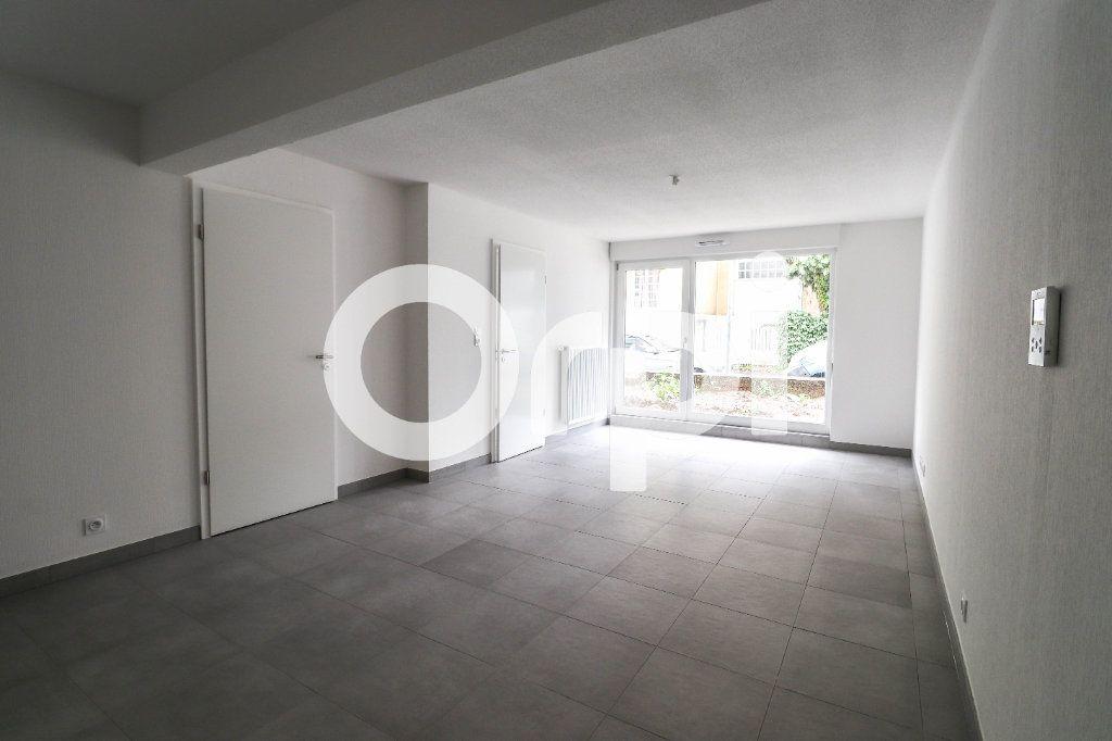 Appartement à louer 2 43.35m2 à Saint-Louis vignette-1