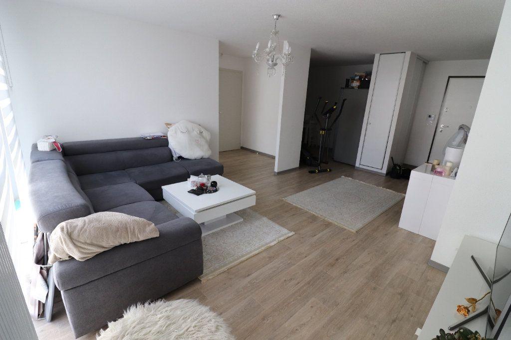 Appartement à louer 3 68.3m2 à Horbourg-Wihr vignette-1