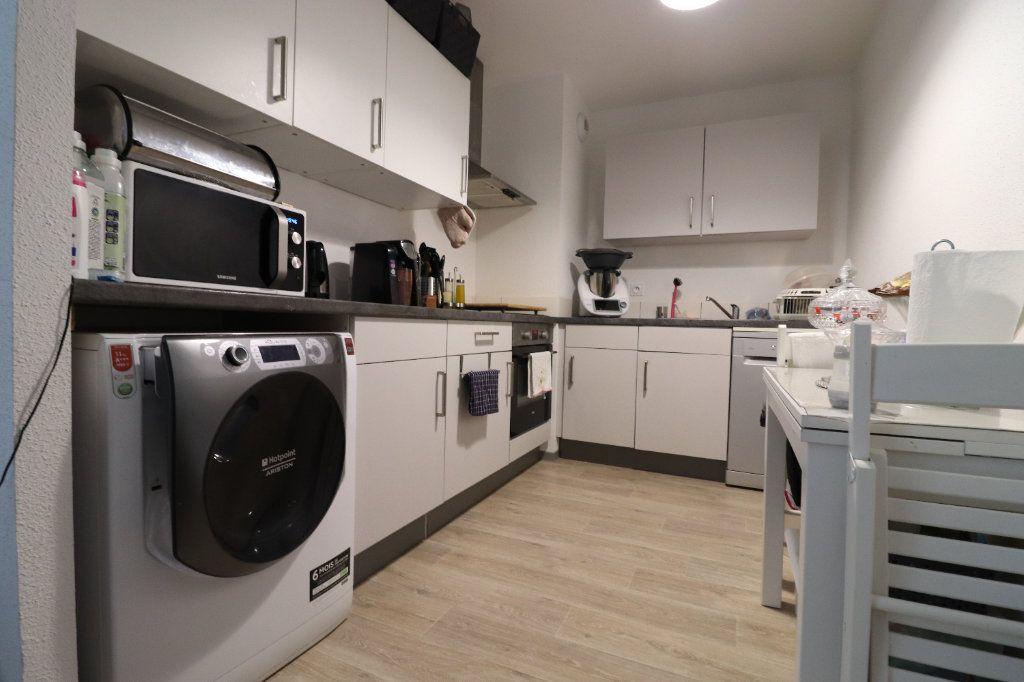 Appartement à louer 3 68.3m2 à Horbourg-Wihr vignette-2