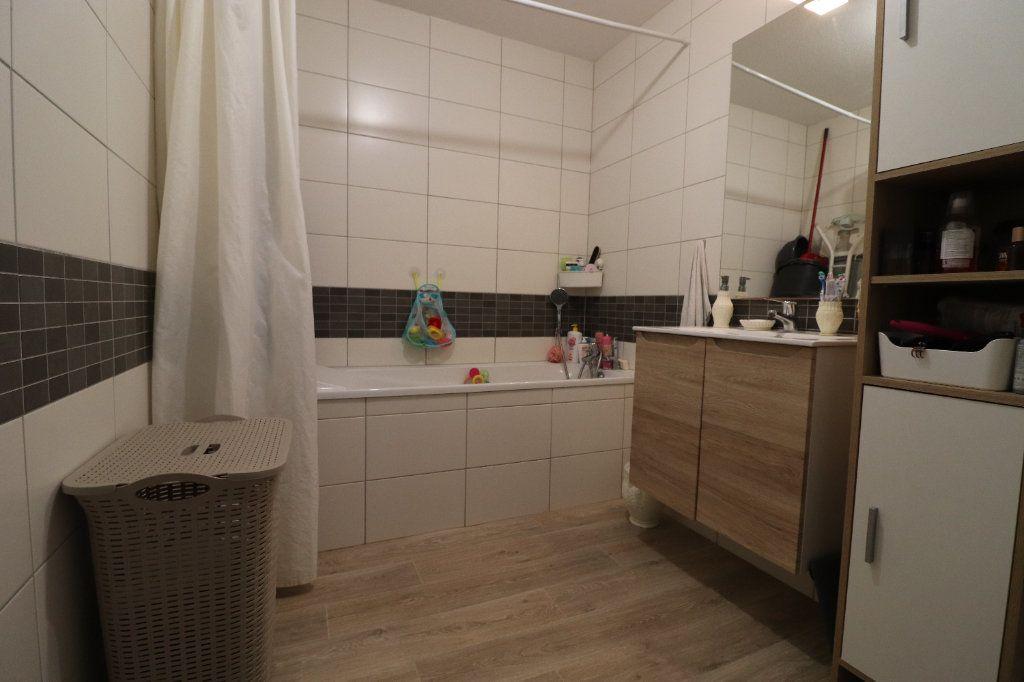 Appartement à louer 3 68.3m2 à Horbourg-Wihr vignette-5