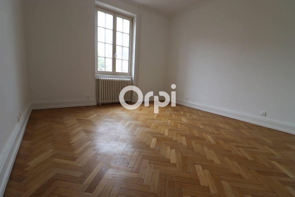 Appartement à louer 4 113.2m2 à Colmar vignette-6