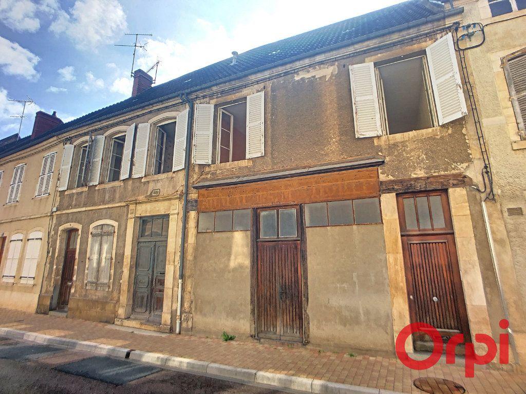 Immeuble à vendre 0 163m2 à Saint-Amand-Montrond vignette-1