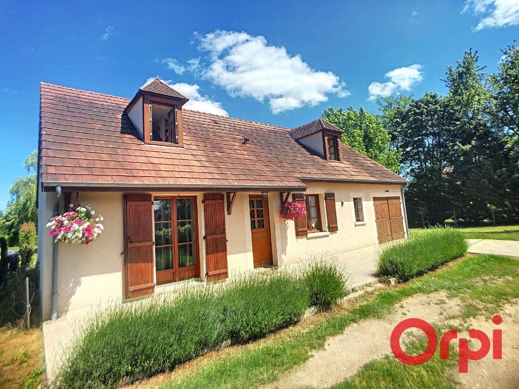 Maison à vendre 5 121m2 à Saint-Amand-Montrond vignette-1