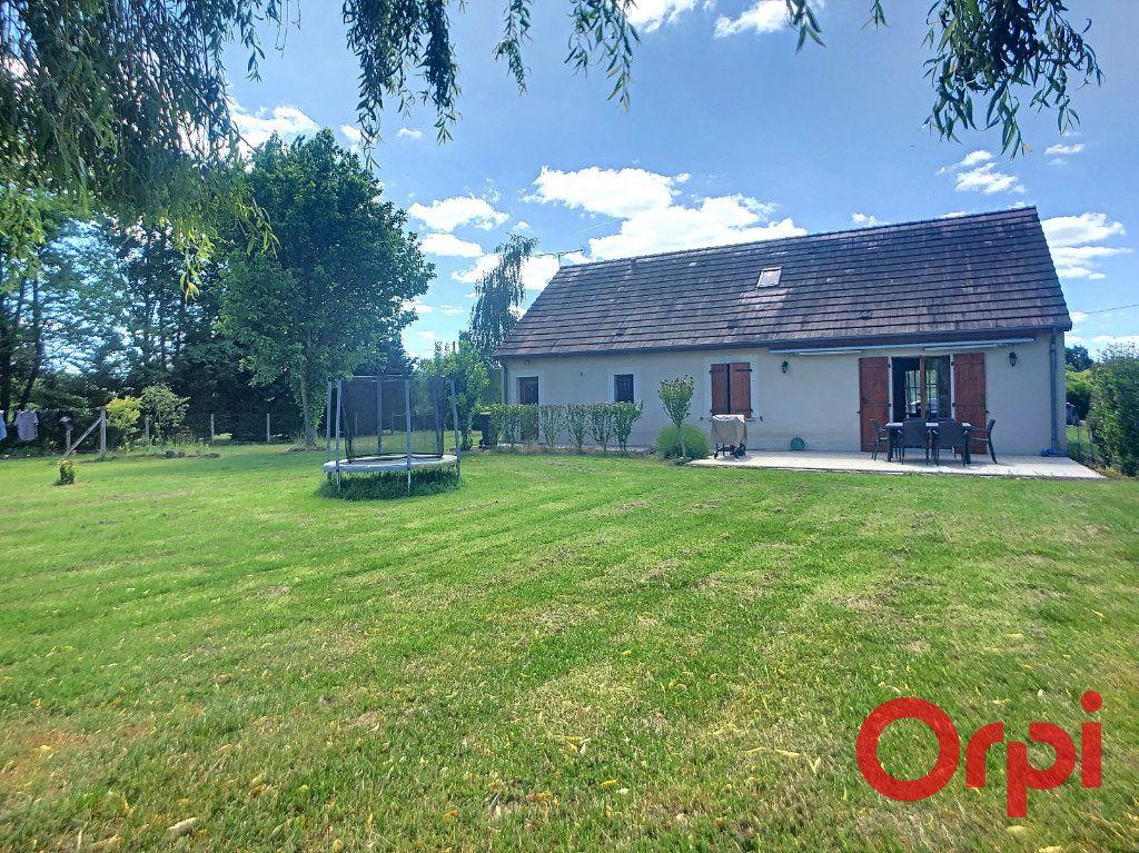Maison à vendre 5 121m2 à Saint-Amand-Montrond vignette-4