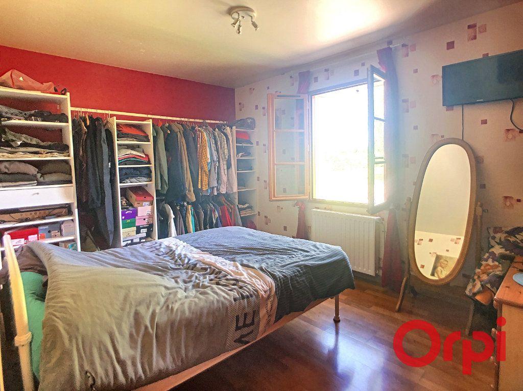Maison à vendre 5 121m2 à Saint-Amand-Montrond vignette-10