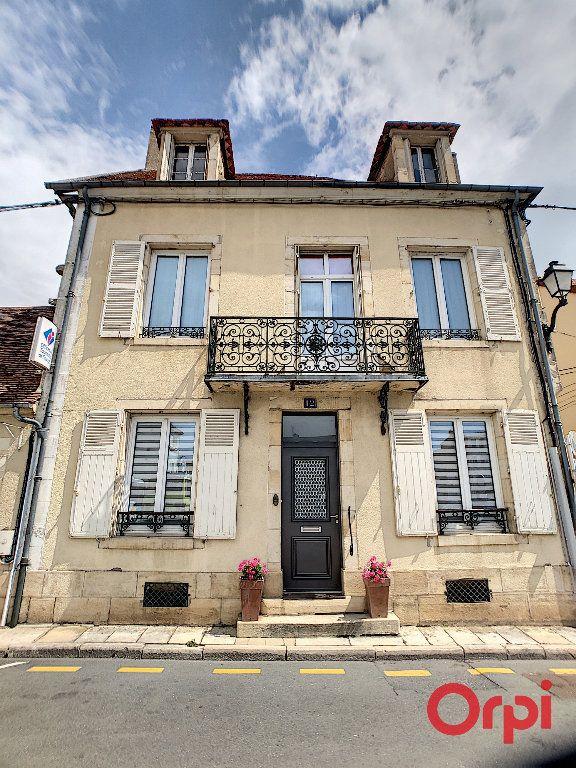 Maison à vendre 4 118m2 à Saint-Amand-Montrond vignette-1