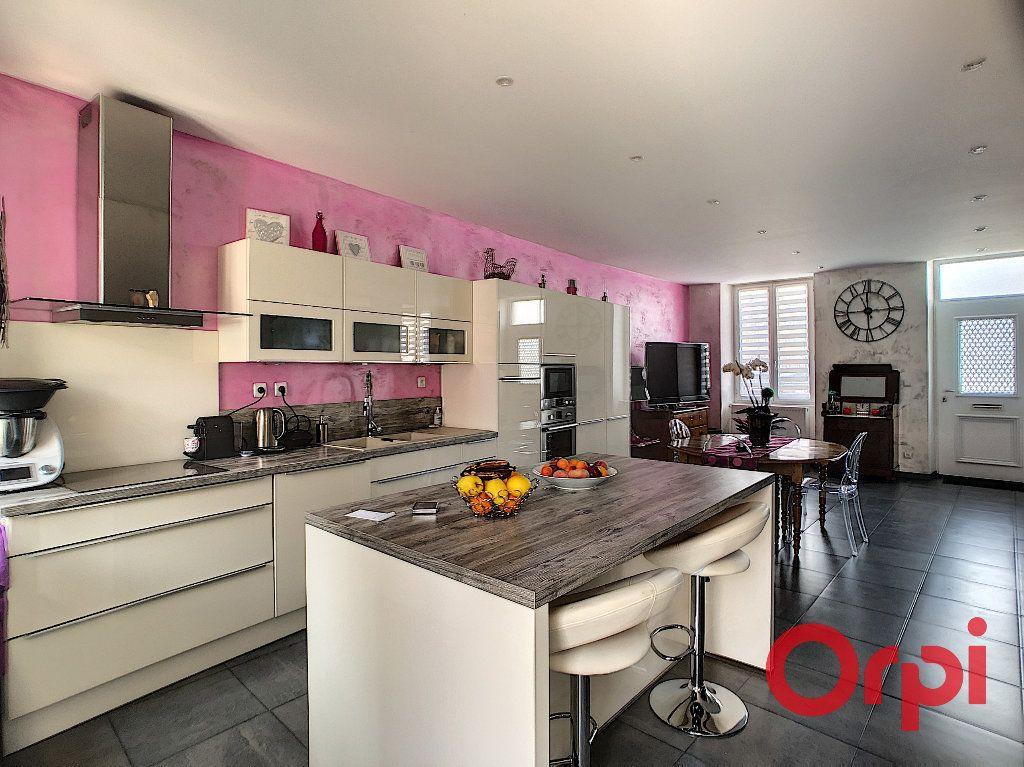 Maison à vendre 4 118m2 à Saint-Amand-Montrond vignette-5