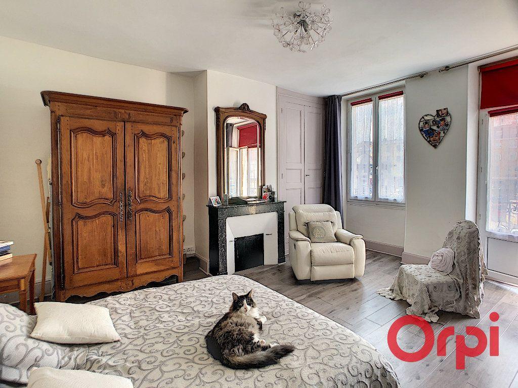 Maison à vendre 4 118m2 à Saint-Amand-Montrond vignette-7