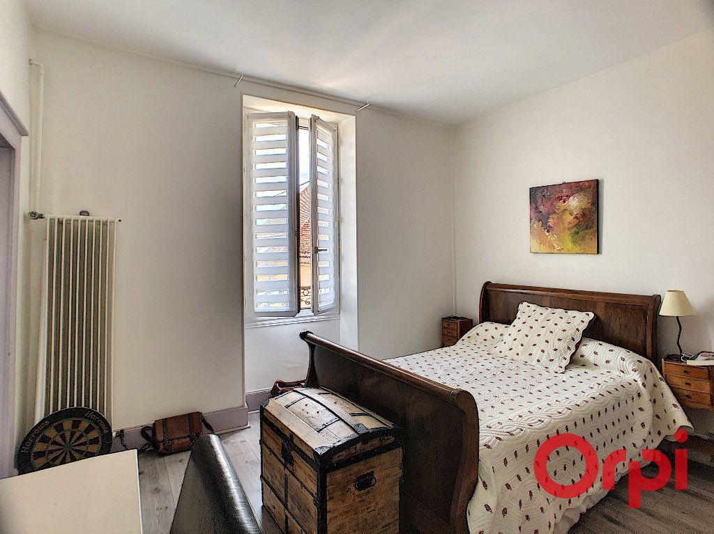 Maison à vendre 4 118m2 à Saint-Amand-Montrond vignette-10